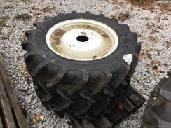 2x pneumatika s diskem 320/70R24 - BKT Agrimax