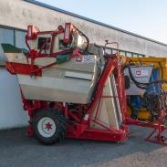Bargam V-Track TRS 35E tažený sklízeč hroznů