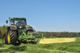 Diskový žací stroj EasyCut R 400 nesený za traktorem