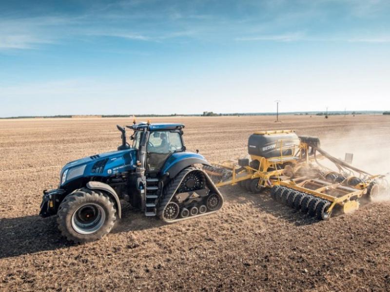 Nová generace traktorů New Holland řady T8