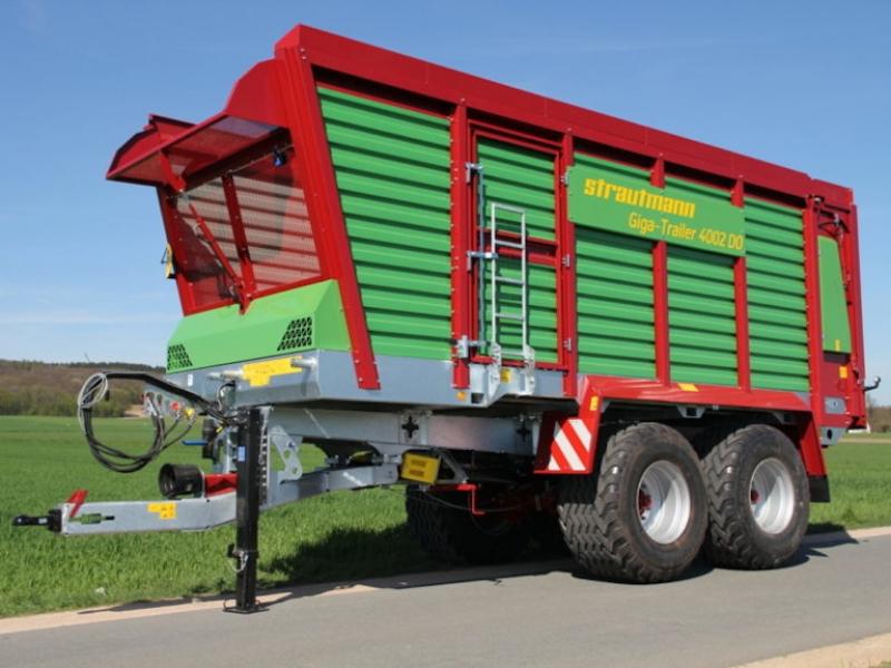 10 vozů Strautmann pro přepravu řezanky